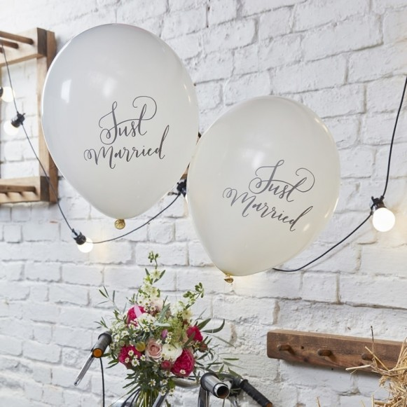 10 globos Just Married