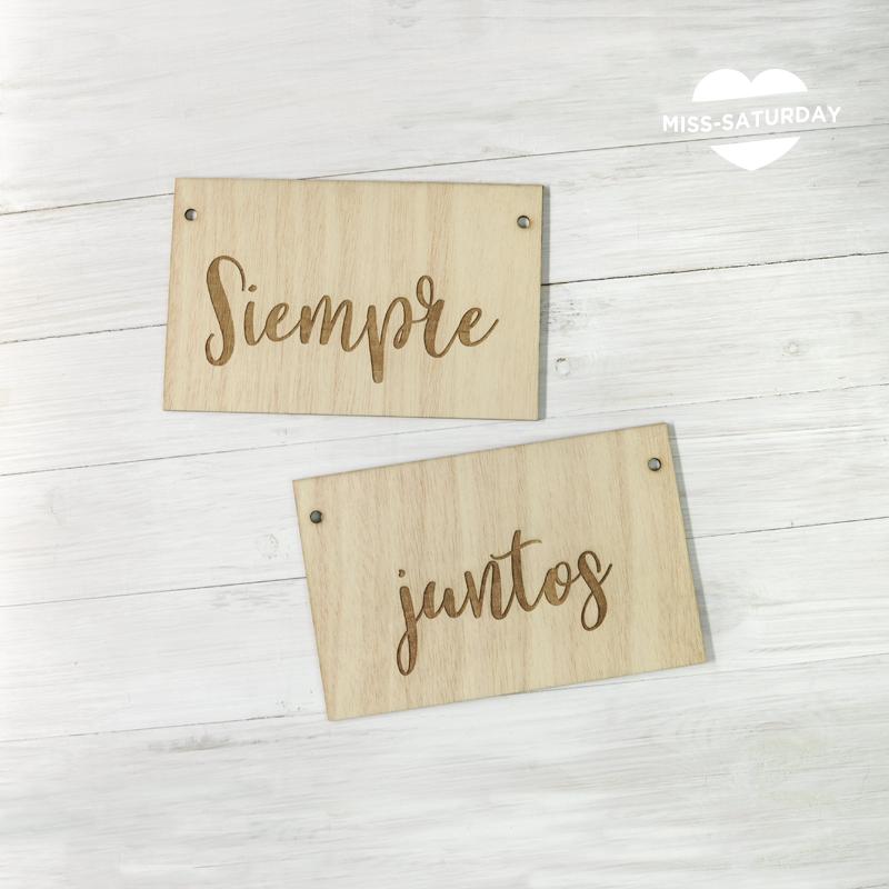 Dos carteles de madera