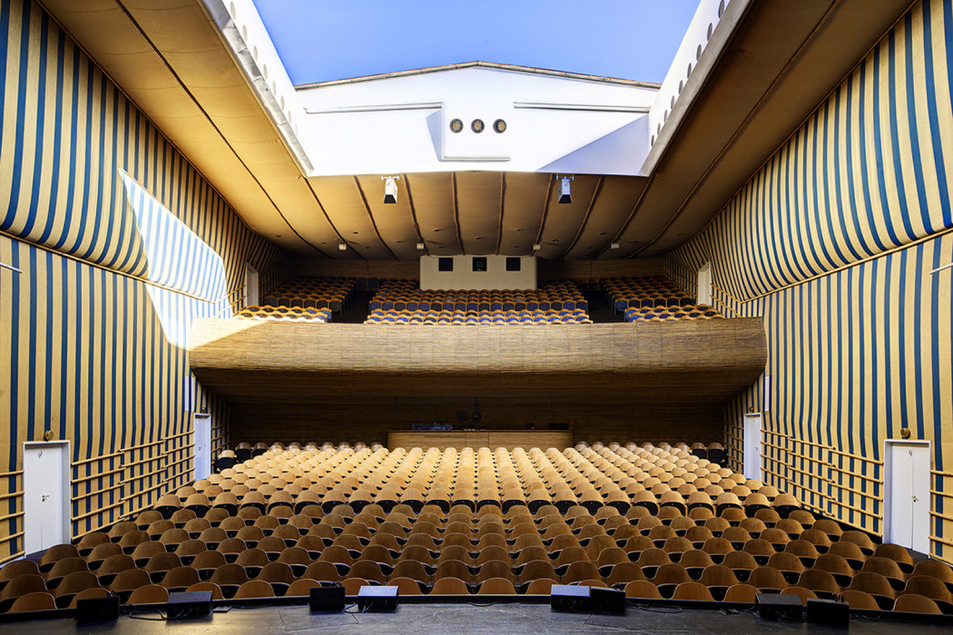 arne-jacobsen-theatre-1050x700