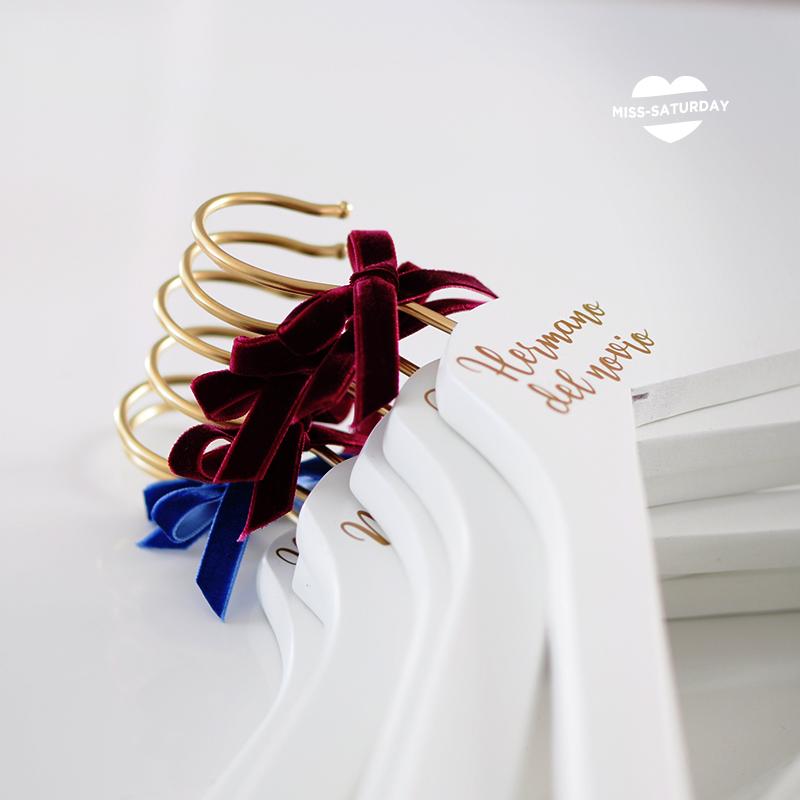 percha dorada boda