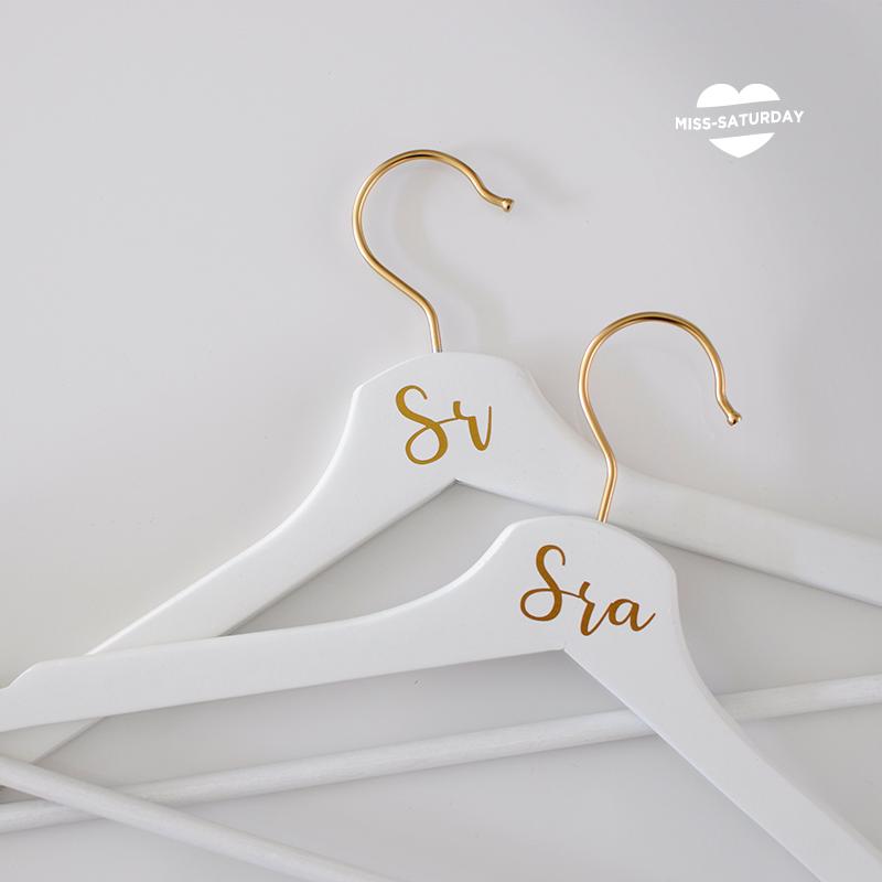 Perchas doradas boda sr y sra
